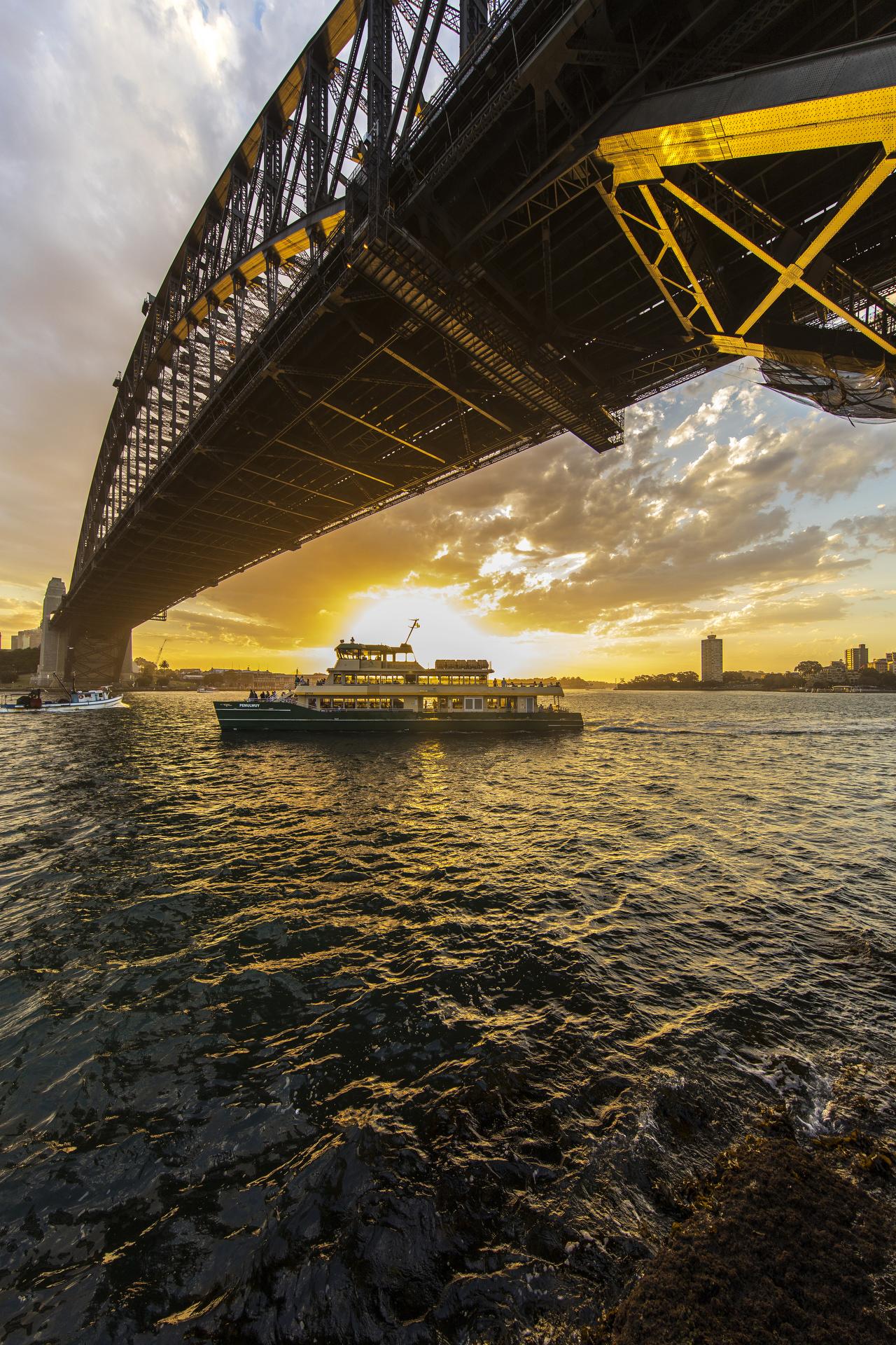 Sydney travel photographer, country, adventure, photo tour, travel photography, destinations, award winning, tips, lessons, Sydney harbur bridge, Ferry, sunset